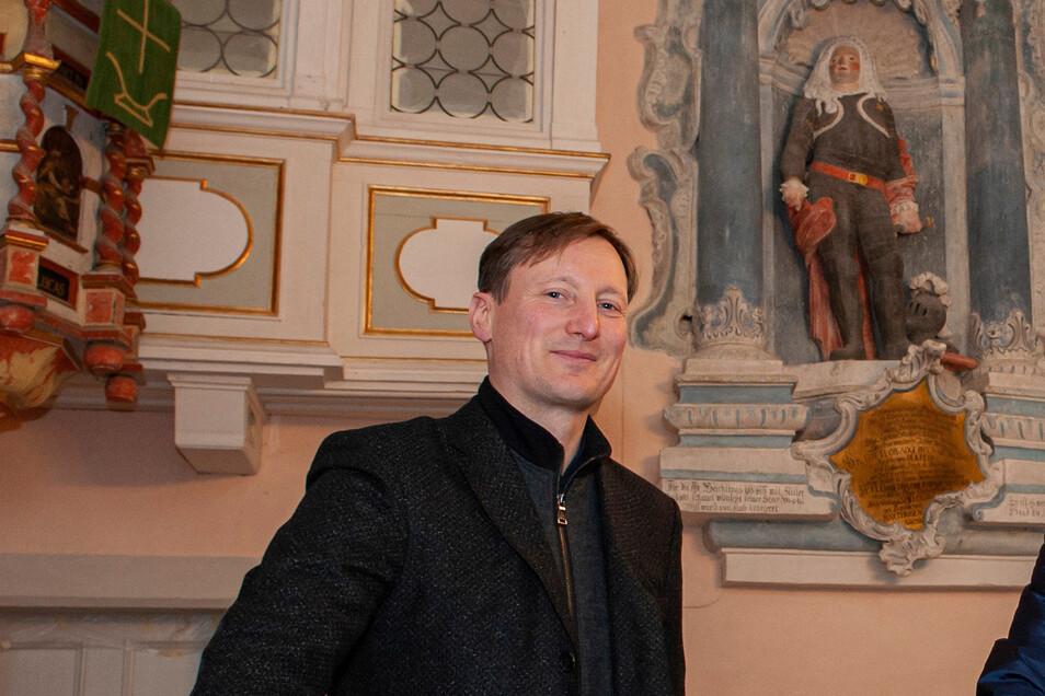 Pfarrer Sebastian Zehme wird die Besucher in der Lenzer St. Peter-Kirche gewiss herzlich willkommen heißen.