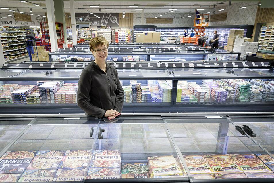 Die Kühlanlagen im Rothenburger Edeka-Markt wurden ausgetauscht, der Markt selbst völlig umgebaut. Ab Donnerstag empfangen Betreiberin Chris Renner und ihr Team wieder Kunden.