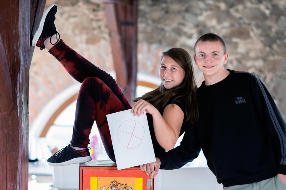 Nicht immer ganz bierernst, aber mit Feuereifer bei der Sache sind Jasmin König und Janko Scheudeck, seit sie in Neukirchs ersten Jugendbeirat gewählt wurden. Damit der seine Arbeit fortsetzen kann, suchen sie nun neue Kandidaten – und Wähler.
