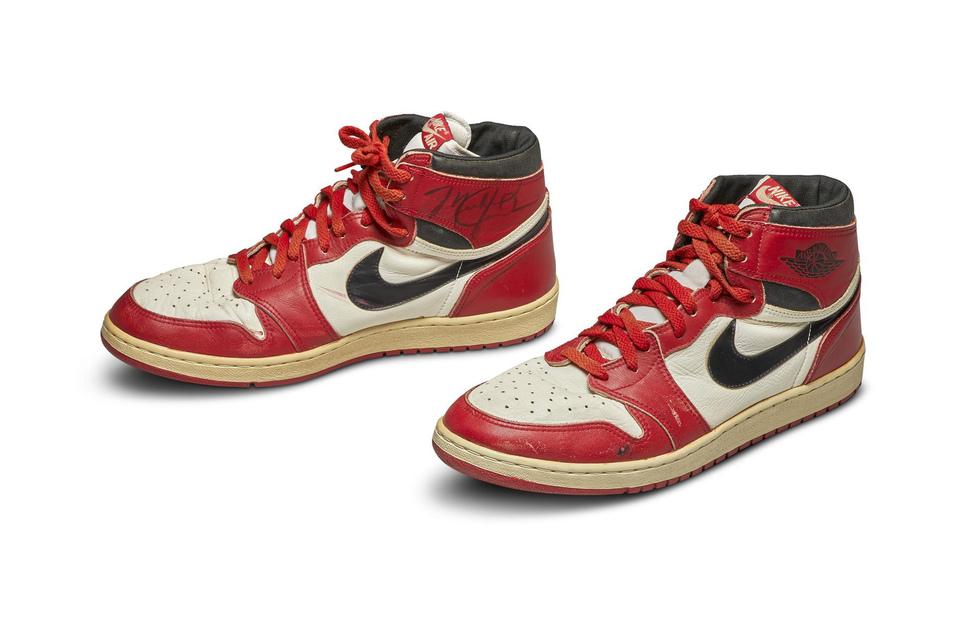 Diese alten Treter von Michael Jordan haben bei einer Auktion in New York einen Rekordpreis erzielt.