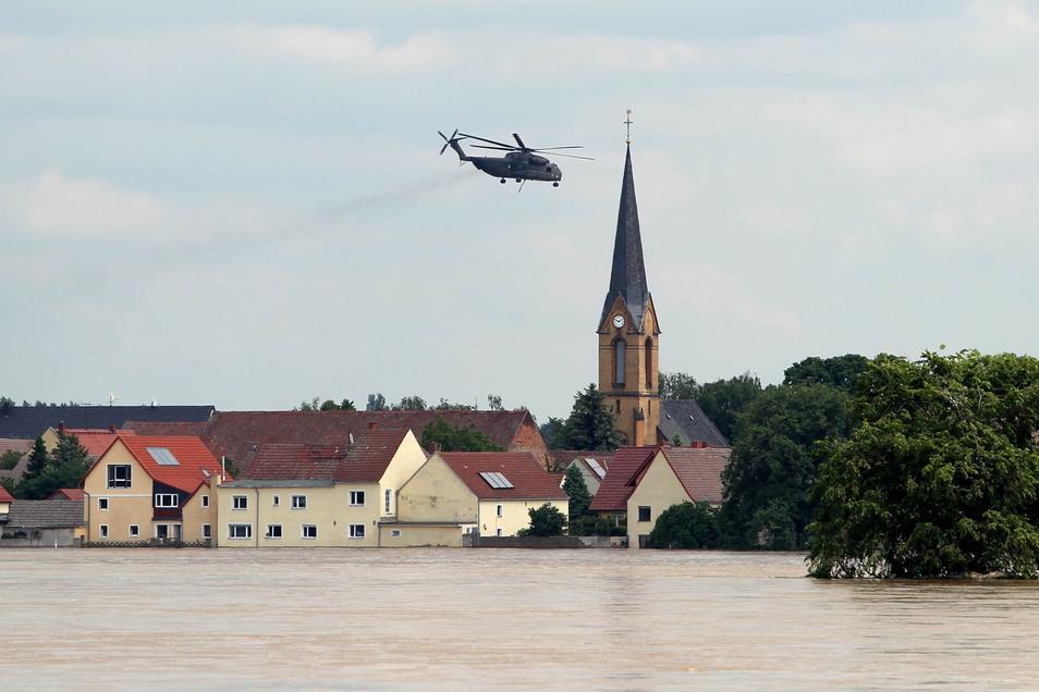Beim Elbehochwasser 2013 waren die Ortsteile der Gemeinde Zeithain besonders schwer betroffen, hier ein Blick auf den Ort Kreinitz.