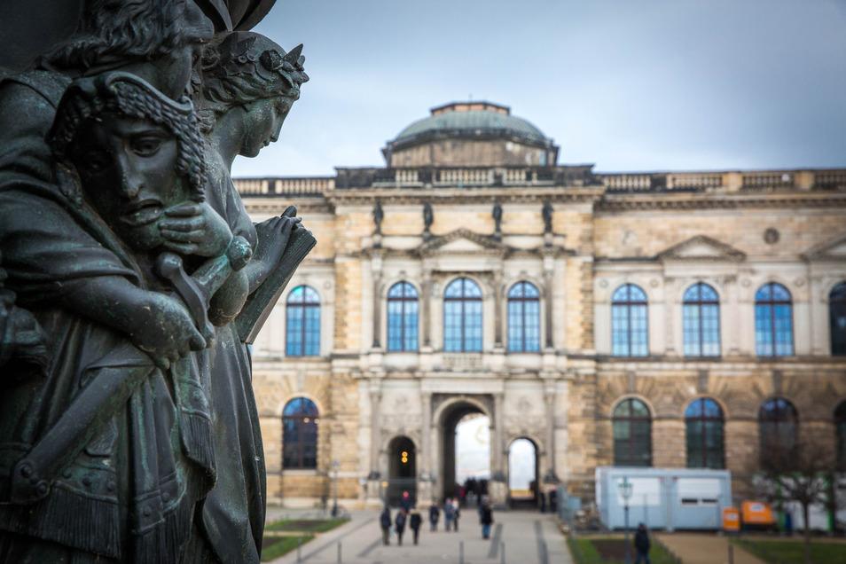 Viele Besucher kommen in den Zwinger. Deshalb ist es dringend nötig, die Wege zu erneuern.