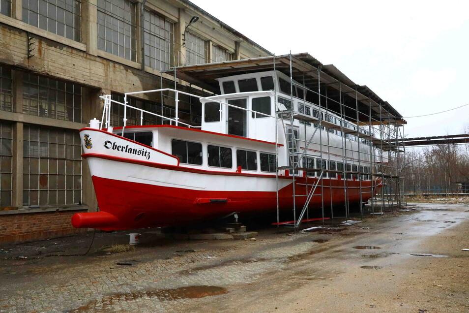 """Soll das erste Fahrgastschiff auf dem Berzdorfer See werden: die """"MS Oberlausitz"""", die in Tauchritz auf ihren Einsatz wartet. Doch käme das Aus für Verbrennungsmotoren auf dem Berzdorfer See, könnte sie nicht in See stechen."""