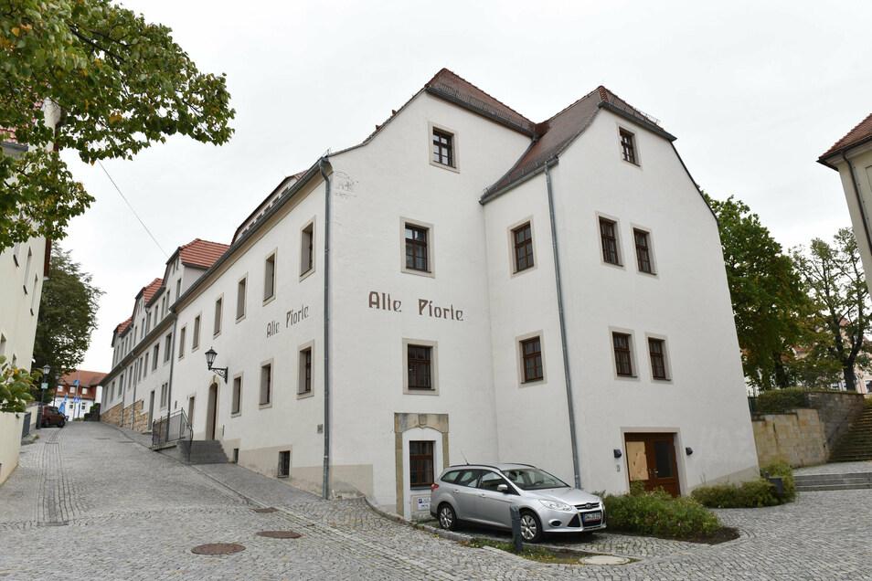 Die Alte Pforte neben der Oberschule hat im Rahmen der Stadtsanierung eine neue Aufgabe gefunden als Treffpunkt und wurde saniert.