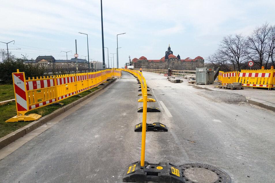 Um Gefahren auszuschließen, war dieser Radweg auf der Carolabrücke eine Woche lang gesperrt. Jetzt konnte er wieder freigegeben werden.