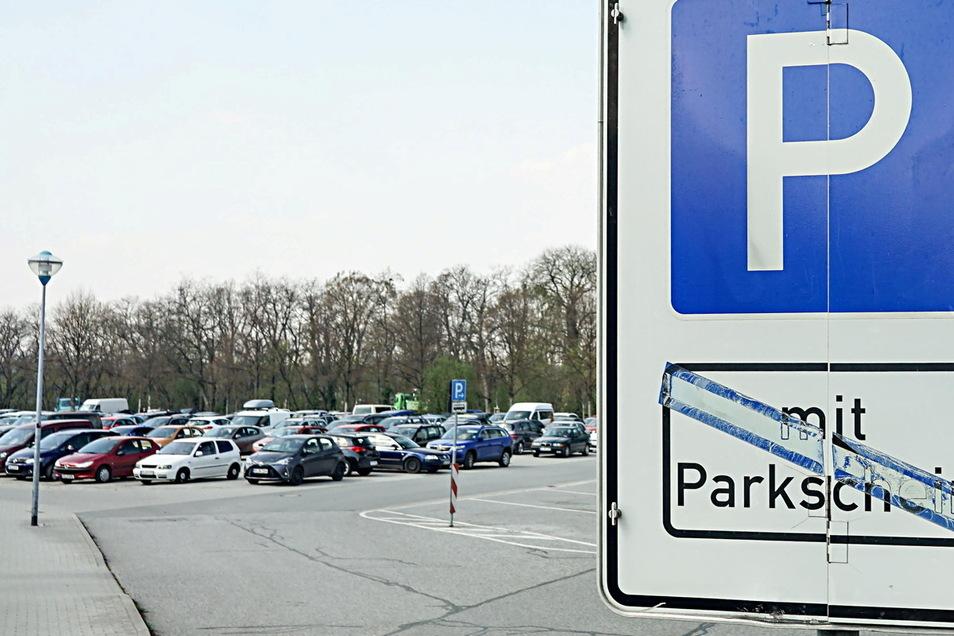 Die Parkflächen auf dem Bautzener Schützenplatz können zwei Wochen lang nicht genutzt werden.