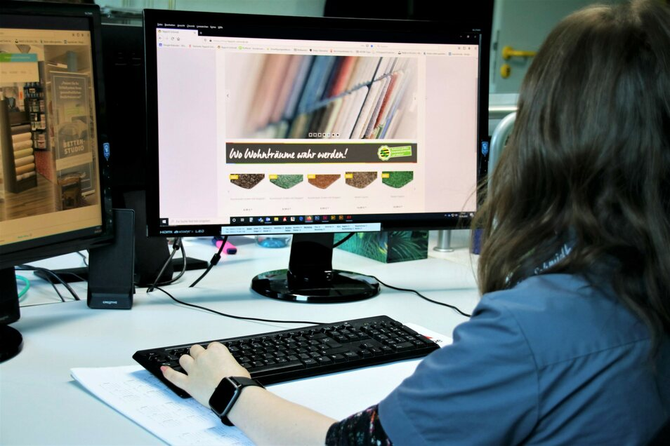 Gerade in der aktuellen Situation bietet der Onlineshop eine willkommene Alternative zum Geschäft. Für die Beratung steht das Team von Teppich Schmidt weiterhin telefonisch zur Verfügung.