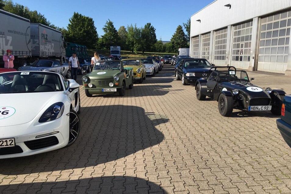 Sammeln am Autohaus Gruma in Döbeln vor dem Start