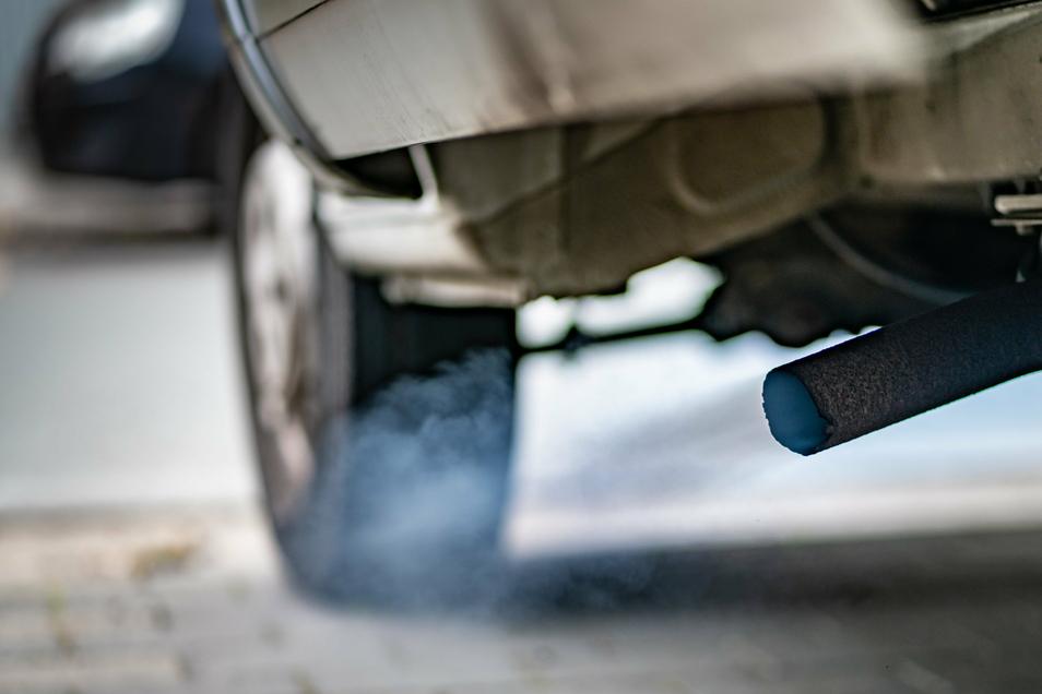 Der EuGH entschied, dass ein Hersteller keine Abschalteinrichtung einbauen darf, die bei Zulassungsverfahren systematisch die Leistung des Systems zur Kontrolle der Emissionen verbessert.