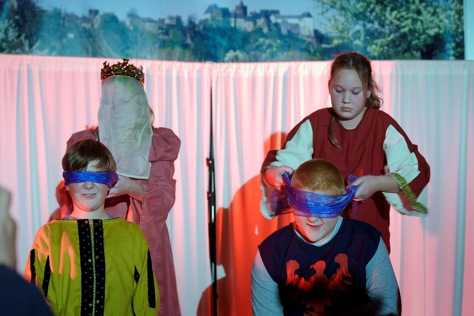 Beim Theaterabend haben die Schauspieltalente der Leisniger Oberschule mehrfach gezeigt, dass sie sich auf der Bühne zuhause fühlen. Ende des Jahres oder im nächsten Frühjahr soll es die nächste Aufführung geben.