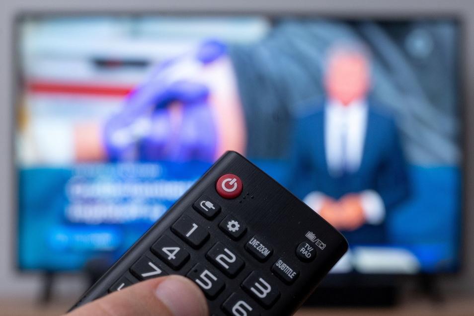 Die Deutschen schauen weiterhin viel fern, nutzen nebenbei aber noch andere Medien.