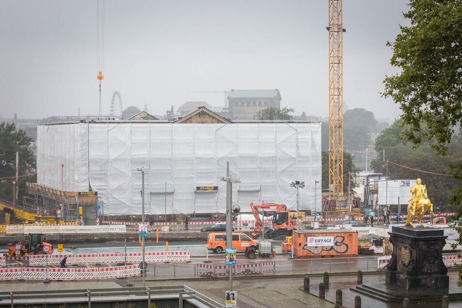 Zugehängt und ohne Dach: Das Blockhaus soll 2023 als Archiv der Avantgarden eröffnen