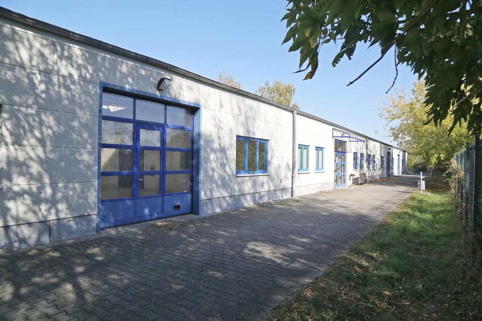 Die Offene Werkstatt ist an der Langen Straße in Riesa zu finden, gleich hinter dem Rudolf-Stempel-Gymnasium.