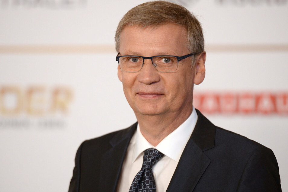"""Schon am Donnerstag hat der Sender RTL mitgeteilt, dass die """"Die Jauch-Gottschalk-Schöneberger-Show"""" am Samstag ohne Günther Jauch stattfinden muss. Nun ist auch der Grund bekannt."""