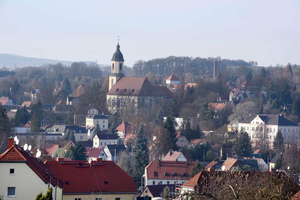 Ein Blick auf Seifhennersdorf. Die Stadt hat viele große und kleine Brücken. An vielen sind dringende Arbeiten notwendig.