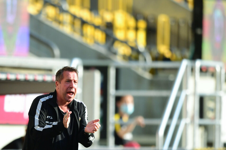 Markus Kauczinski wird nicht müde, seine Mannschaft anzufeuern. Auch vor dem Spiel bei Spitzenreiter Arminia Bielefeld am Montagabend gibt sich Dynamos Cheftrainer kämpferisch und zuversichtlich.