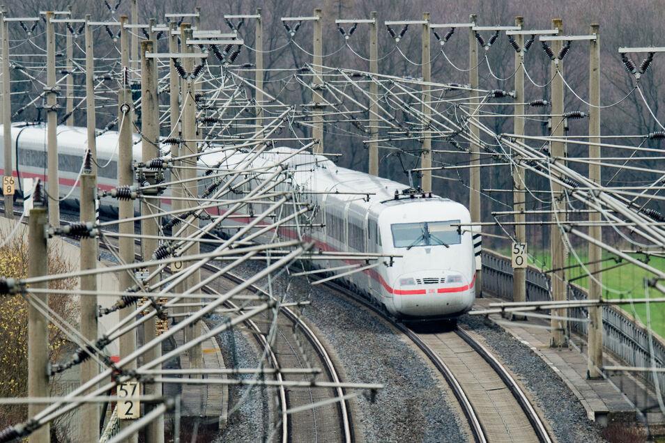 Der Schienenverkehr ist immerhin noch für 3,8 Prozent der Folgekosten verantwortlich.