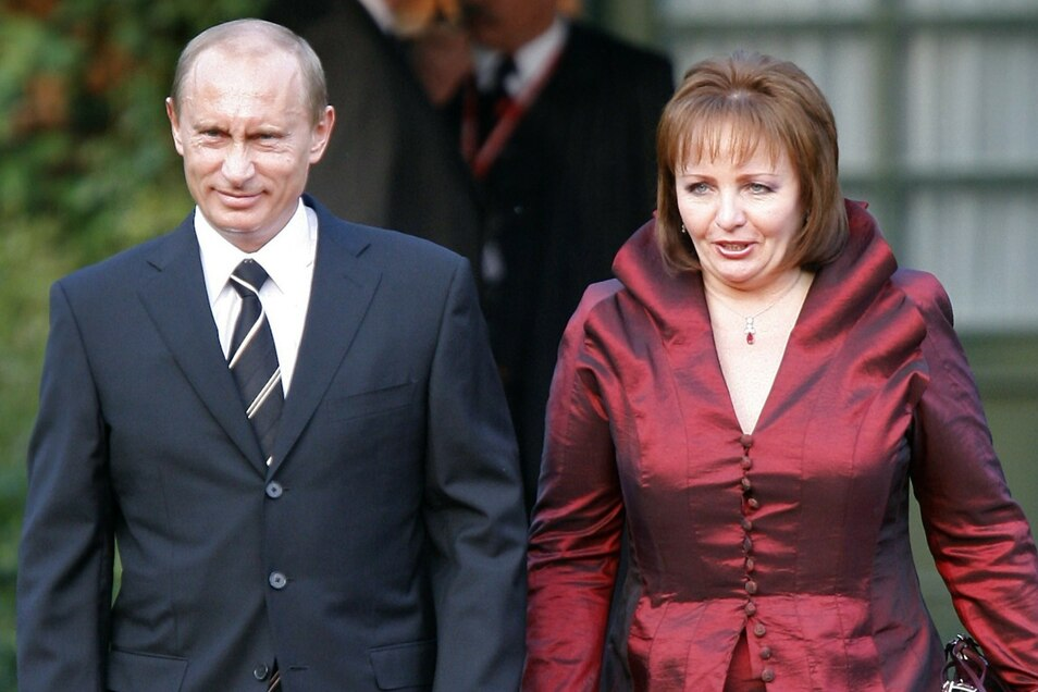 Putin und seine Ehefrau Ludmila kommen zu einem gemeinsamen Abendessen mit den Staats- und Regierungschefs der G8-Staaten im Juni 2007.