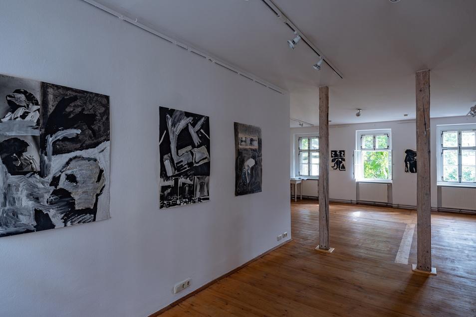 """Blick in die : Ausstellung """"Nonkonform"""" mit Arbeiten von Klaus Hähner-Springmühl und Erich Wolfgang Hartzsch im Kunsthaus Raskolnikow in Dresden."""