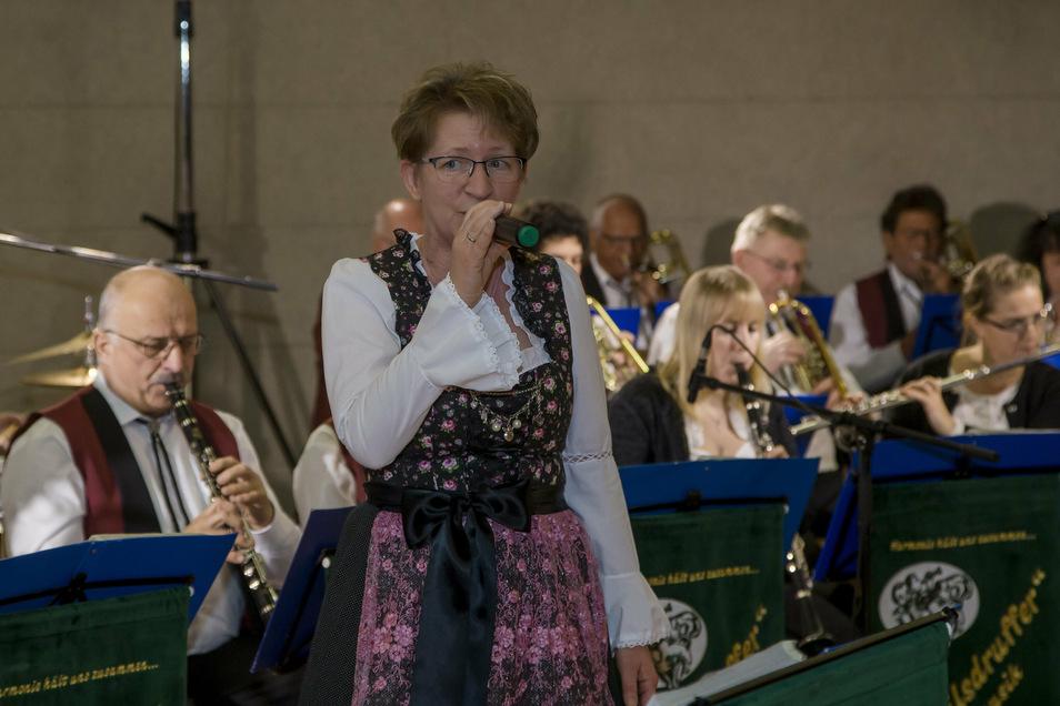 Das Feuerwehrblasorchester Wilsdruff - hier mit Sängerin Anke beim letzten Neujahrsempfang der Stadt Wilsdruff - präsentiert am Sonnabend neuste Stücke auf dem Marktplatz.