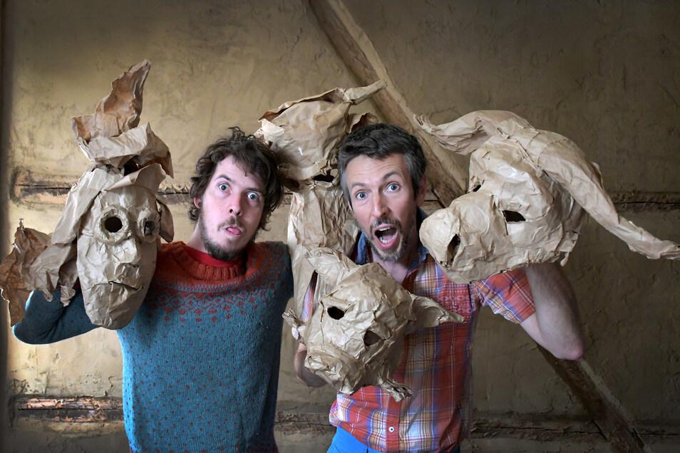 """Alexej und Aleš Vancl vom in Roßwein ansässigen Theater Figuro wollen mit anderen Künstlern und Interessierten eine Präsentation erarbeiten. Dazu gehört auch ein Workshop """"Maskenspiel"""", bei dem die Masken nicht nur gebaut, sondern auch bespielt werden."""