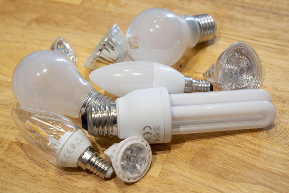 Glühbirne, LED, Halogenstrahler: Angebote gibt es viele auf dem Markt. Heutzutage werden aber vor allem LED-Leuchtquellen verwendet.