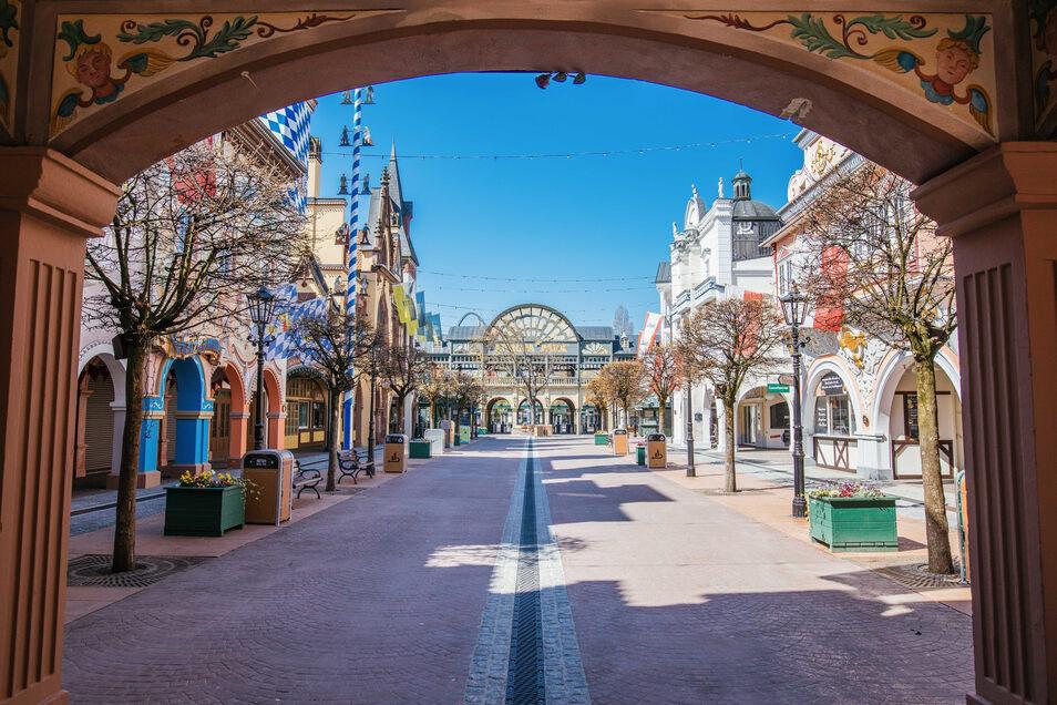 Menschenleer ist das Gelände des Europa Park. Der meistbesuchte Freizeitpark Deutschlands ist derzeit aufgrund geschlossen.
