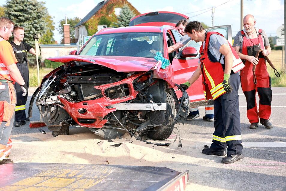 Die Insassen des BMW blieben bei dem Unfall unverletzt.