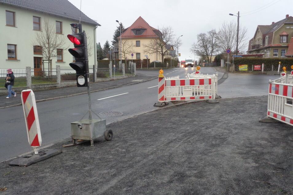 An dieser Kreuzung in Großraschütz geben bis Ende der Woche Ampeln den Verkehr vor.