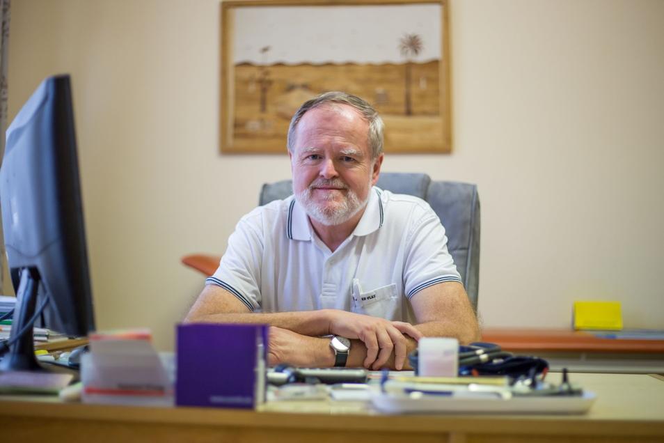 Dr. Volker Höynck ist Allgemeinarzt mit eigener Praxis in Niesky. Am Donnerstag schließt er seine Praxis. Einen Nachfolger hat der Nieskyer nicht.