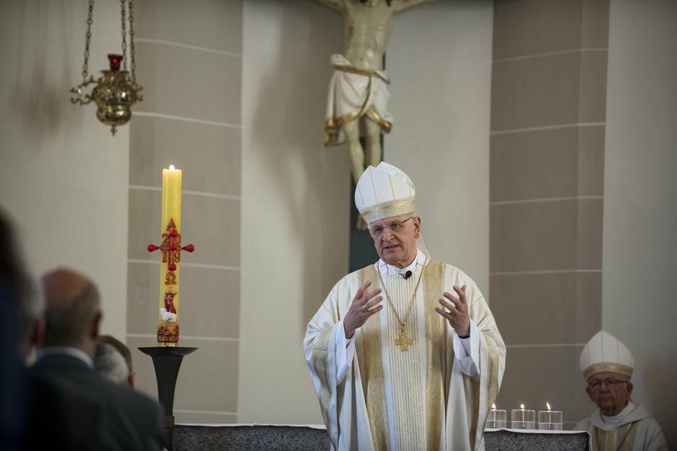 Bischof Heinrich Timmerevers begab sich nach Kontakt zu einem Corona-Infizierten freiwillig in häusliche Quarantäne.
