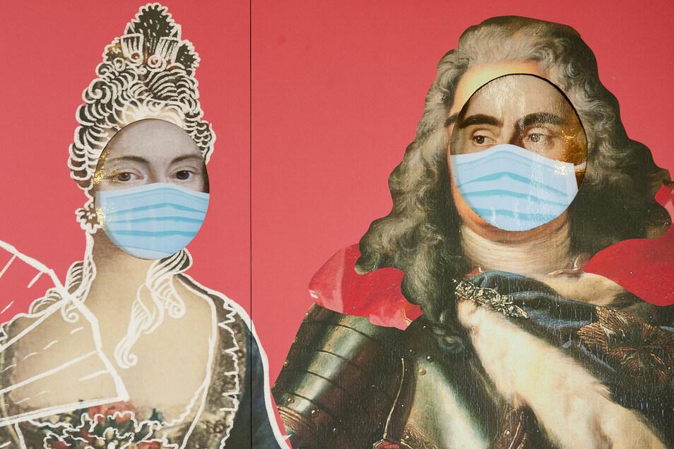 Selbst August der Starke und seine Lieblingsmätresse Gräfin Cosel scheinen von der Entwicklung eingeholt zu sein. Das hält Schloss Moritzburg aber nicht davon ab, den 350. Geburtstag des Kurfürsten und Königs von Polen mit einer Sonderschau zu feiern.