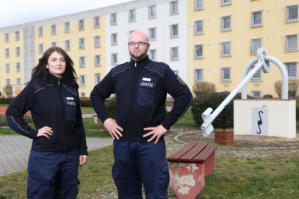 Zwei von 168: Frau Schuster und Herr Lange gehören zur Belegschaft der JVA Zeithain.