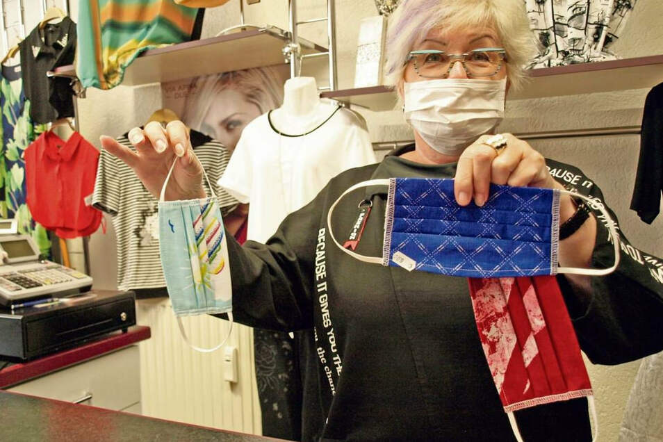 Ilona Kiel bietet derzeit nicht nur Damenmode und Accessoires an, sondern auch Mundschutzmasken.