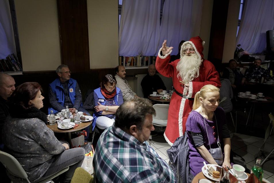 2019 war das alles noch unkompliziert: die Weihnachtsfeier für Bedürftige aus Obdachlosenheim und Bahnhofsmission. Dieses Jahr ist das coronabedingt unmöglich.