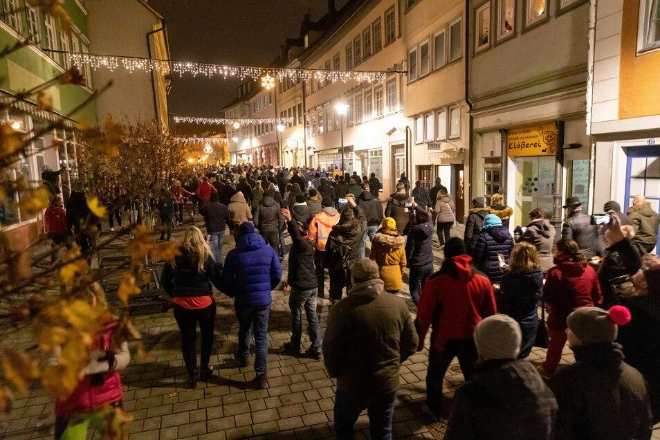 Die Proteste fanden während der Beratungen der Ministerpräsidenten mit Bundeskanzlerin Angela Merkel (CDU) statt.