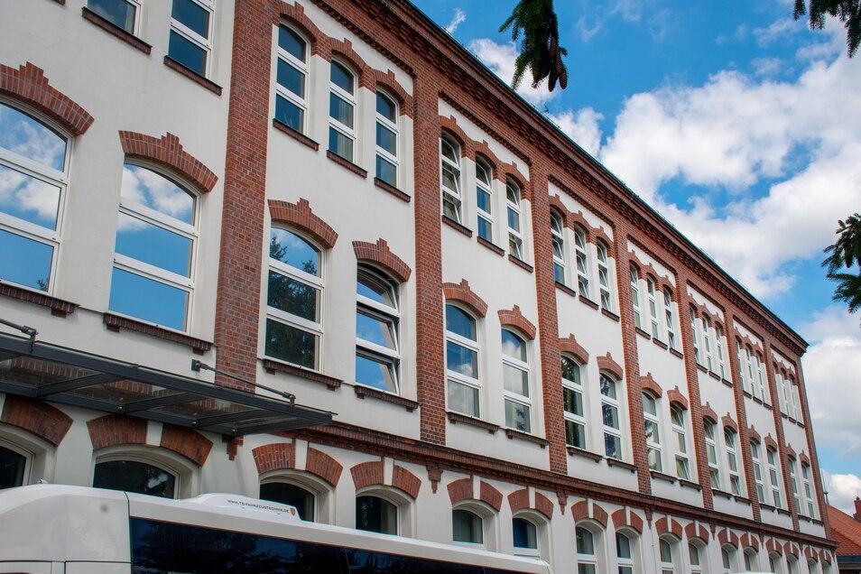 An die Fenster der Südseite der Leisniger Oberschule soll ein Sonnenschutz angebracht werden.