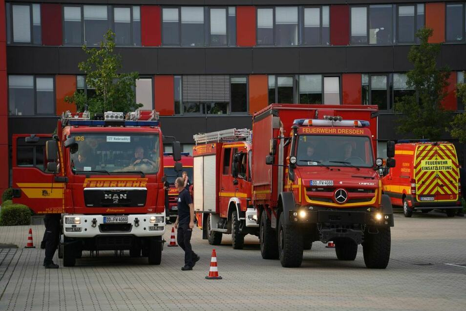 Die Einsatzkräfte der Dresdner Feuerwehren kehrten am Freitag in die Heimat zurück.