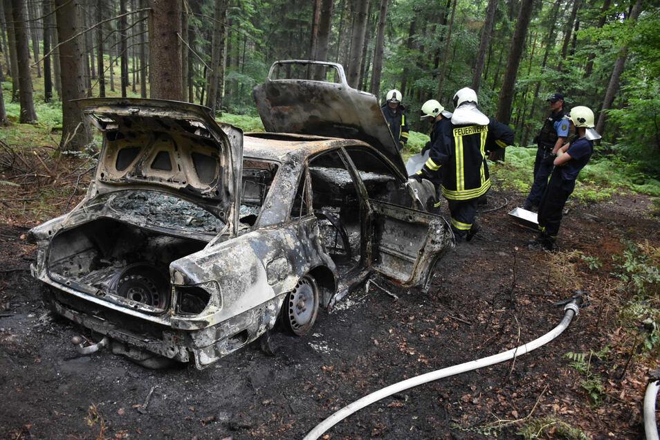 Die Herkunft des ausgebrannten Audi A6 ist noch unbekannt.