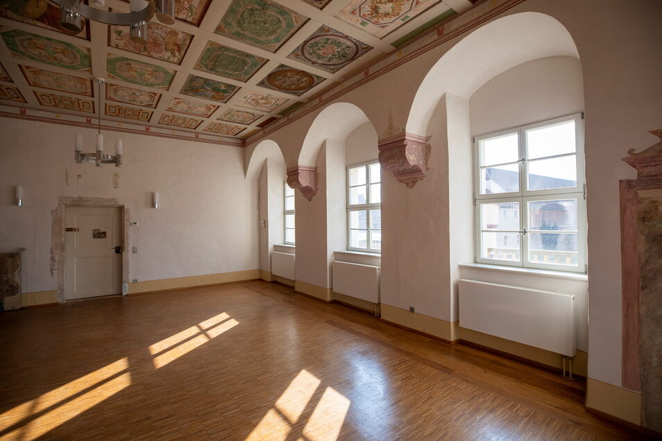 Neben dem Hochzeitsaal gibt es im Schloss einen weiteren liebevoll restaurierten Raum, geeignet für Konzerte oder auch Tagungen.