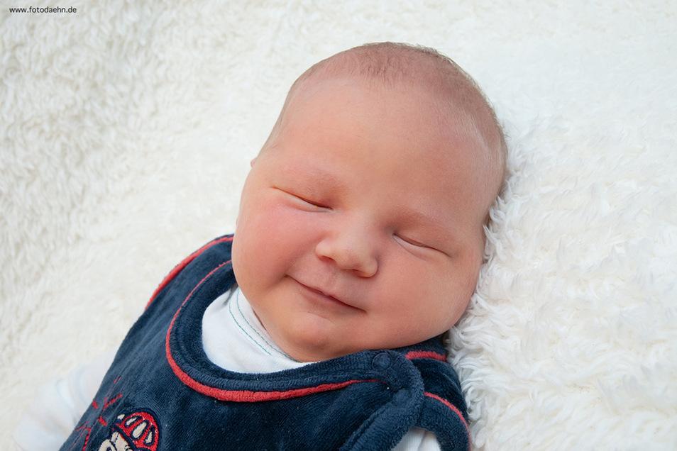 Paula Leonie Bommhardt, geboren am 24. Mai, Geburtsort: Universitätsklinikum Dresden, Gewicht: 4900 Gramm, Größe: 55 Zentimeter, Eltern: Kerstin und Maik Bommhardt, Wohnort: Dresden