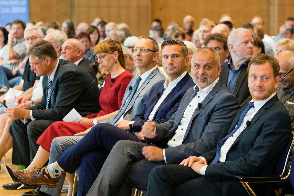 Die Spitzenkandidaten der Parteien haben in Dresden beim Wahlforum debattiert.