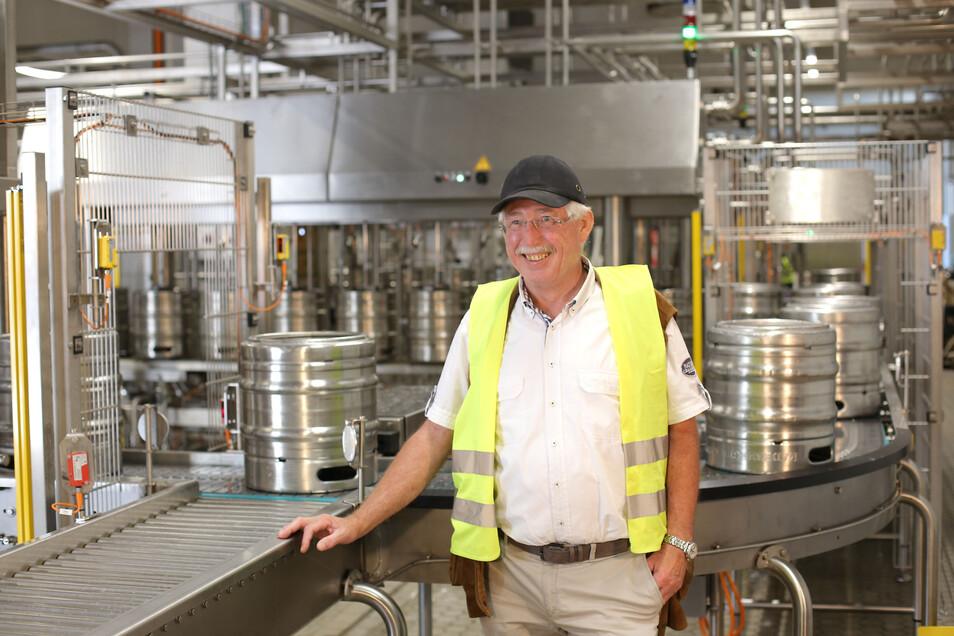 Einweihung der neuen Fassbier-Abfüllanlage: Paul Panglisch freut sich über die neue Technik, die die Abfüllung von Fässern effizienter macht.