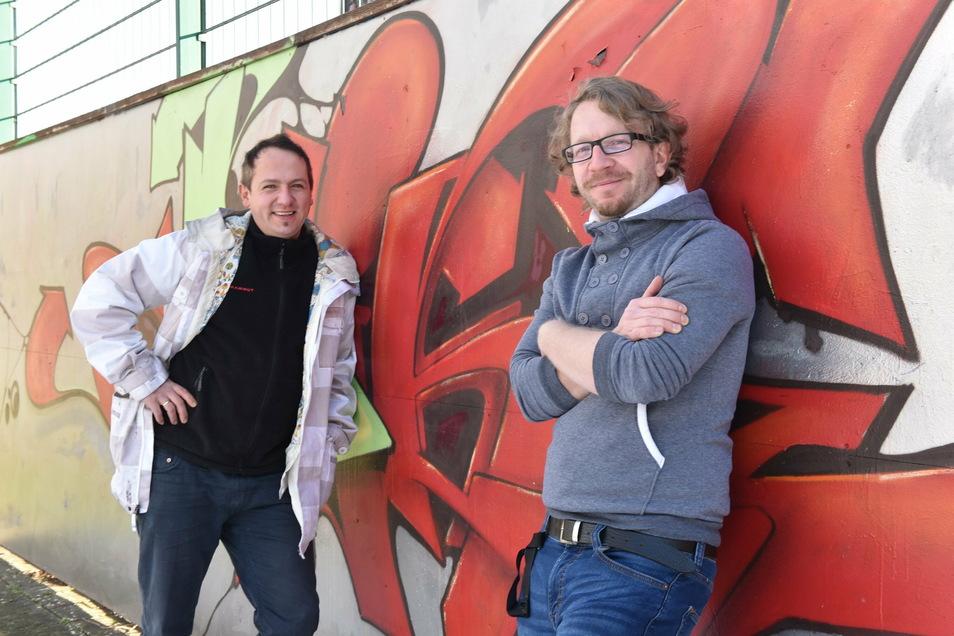 Benjamin Drechsler (rechts) und Karsten Pietzsch sind normalerweise in Freital im Oppelschacht für die Jugendlichen da.