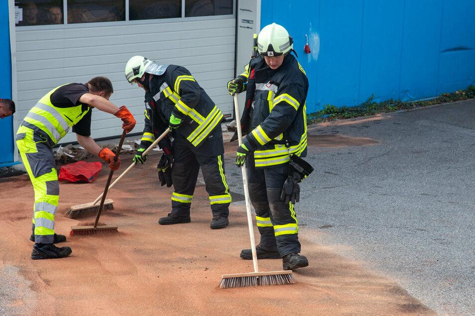 Ausgelaufener Diesel hat am Donnerstagmittag in Bischofswerda einen Feuerwehreinsatz notwendig gemacht.