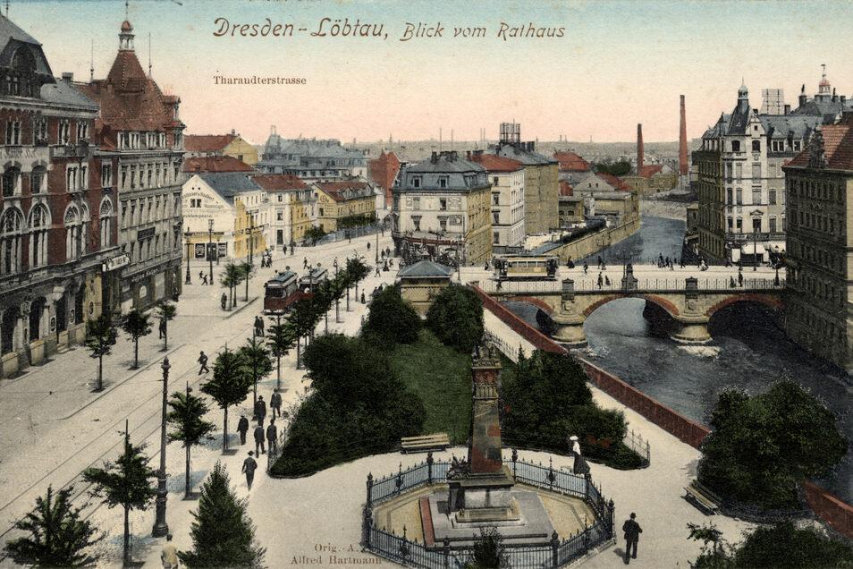 """So sah der Rathaus-Park um 1907 aus. Die alte Postkarte zeigt den Blick vom Rathaus Löbtau über den Park zur Kesselsdorfer Straße, links ist der """"Dreikaiserhof"""" zu sehen."""