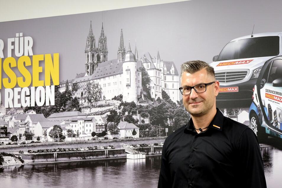 Ein klares Bekenntnis zum Standort Meißen zeigt Medimax-Chef Marko Fritzsche nicht nur in seinem Büro. Er handelt auch dementsprechend.