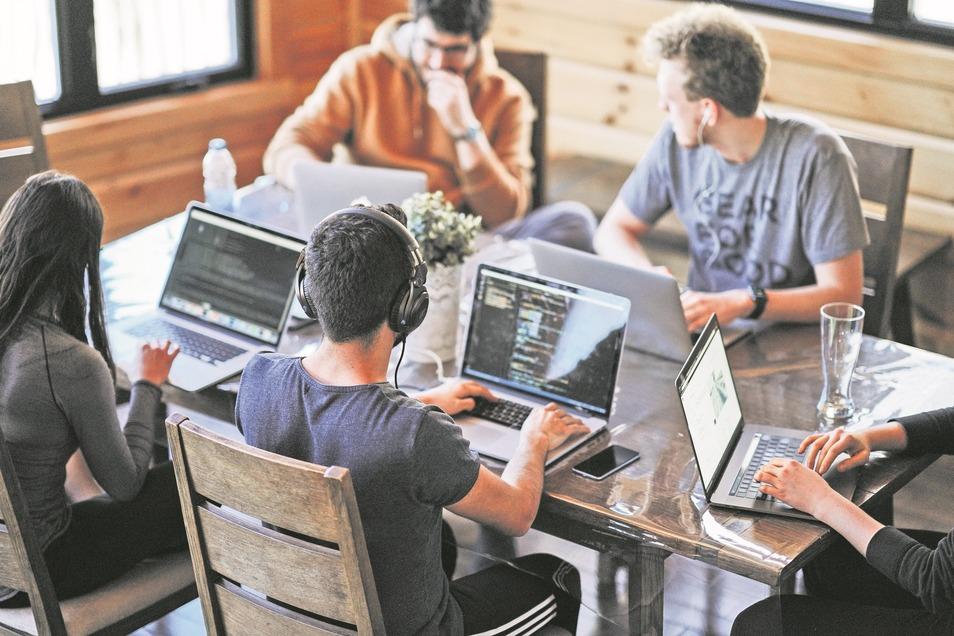 Jung, voller Ideen und risikobereit: Start-ups sollen Sachsens Innovationskraft vorantreiben. Doch Corona könnte Dutzende junge Unternehmen mit Potenzial zerstören.