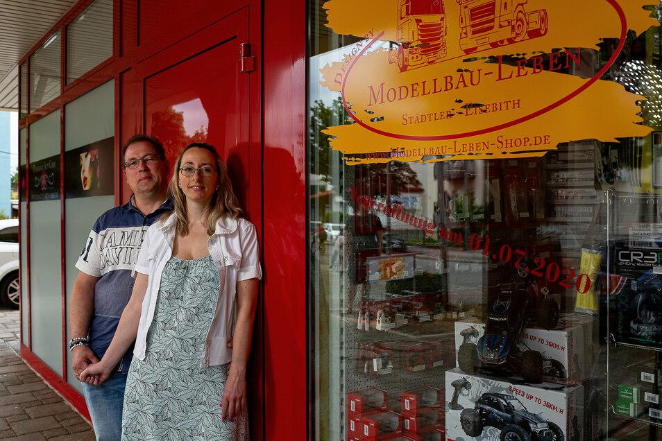 Im Sommer eröffneten Andrea Eisebith und Sven Städler-Eisebith nebeneinander ihre Geschäfte, sie ihren Kosmetiksalon, er seinen Modellbau-Laden.