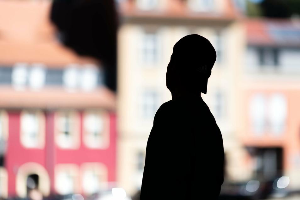 Aus Angst vor Übergriffen lässt sich Jamal Khenan nur anonym fotografieren. In Bautzen hat er seinen Job und seine Wohnung verloren.